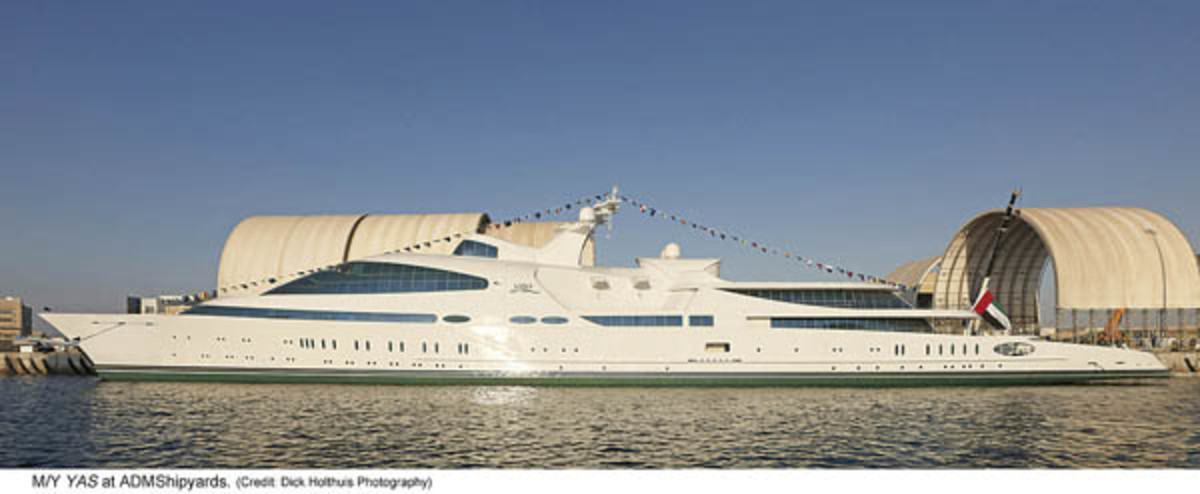 462-foot Megayacht Yas