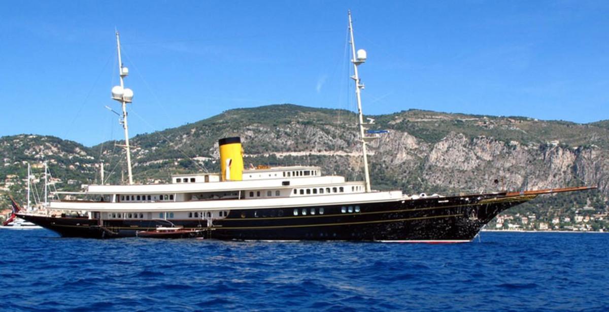 Click to enlarge image - Megayacht Nero