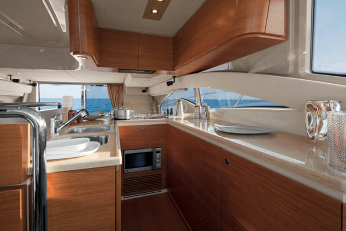 Azimut 60 Galley
