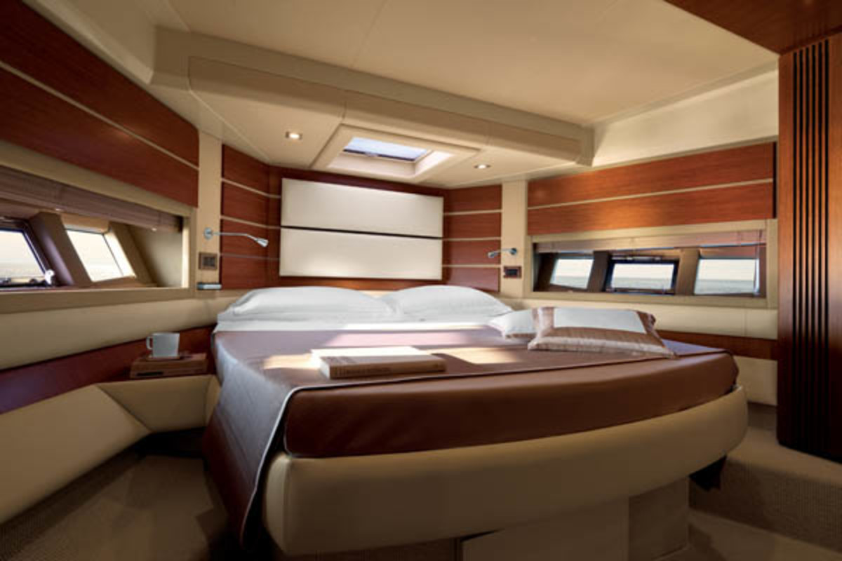 Azimut 60 VIP Cabin
