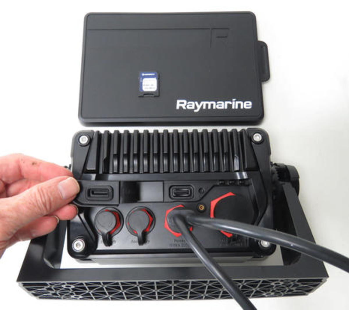 Raymarine_Axiom_7_bale mount backside_cPanbo.jpg