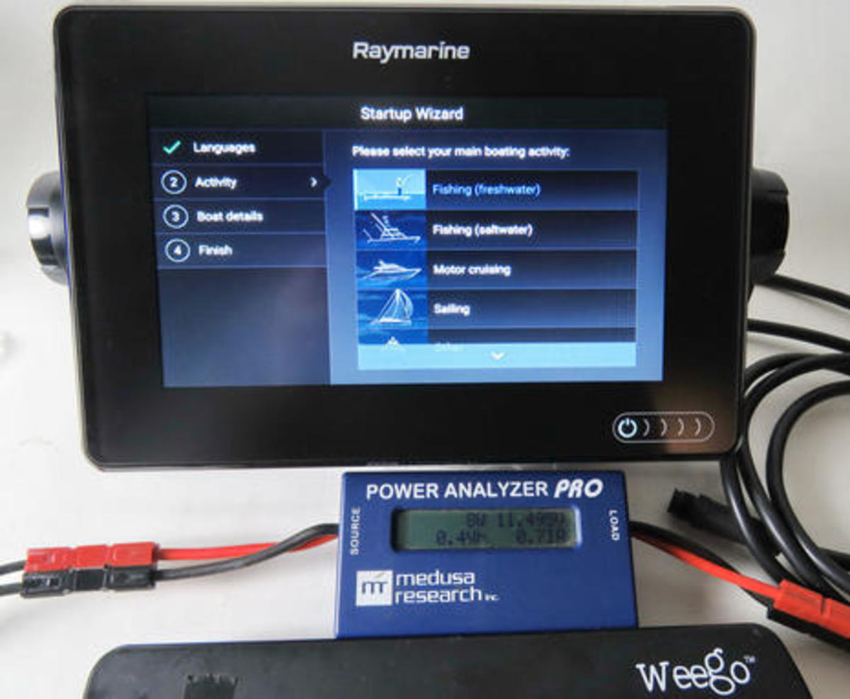 Raymarine_Axiom_7_start_up_w_power_meter_cPanbo.jpg