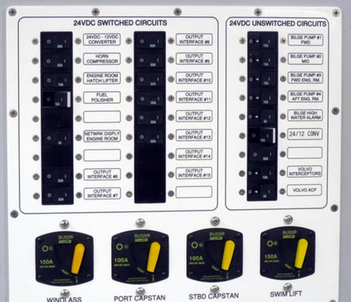 Sabre_66_hull_1_engine_room_24v_panel_cPanbo.JPG