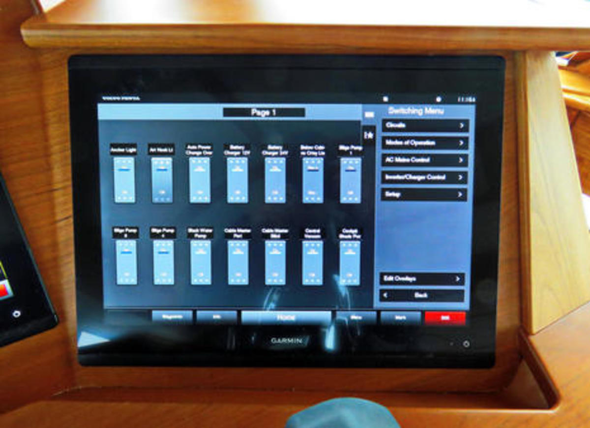 Sabre_66_hull_3_Garmin_switch_screen_not_yet_customized_cPanbo.jpg