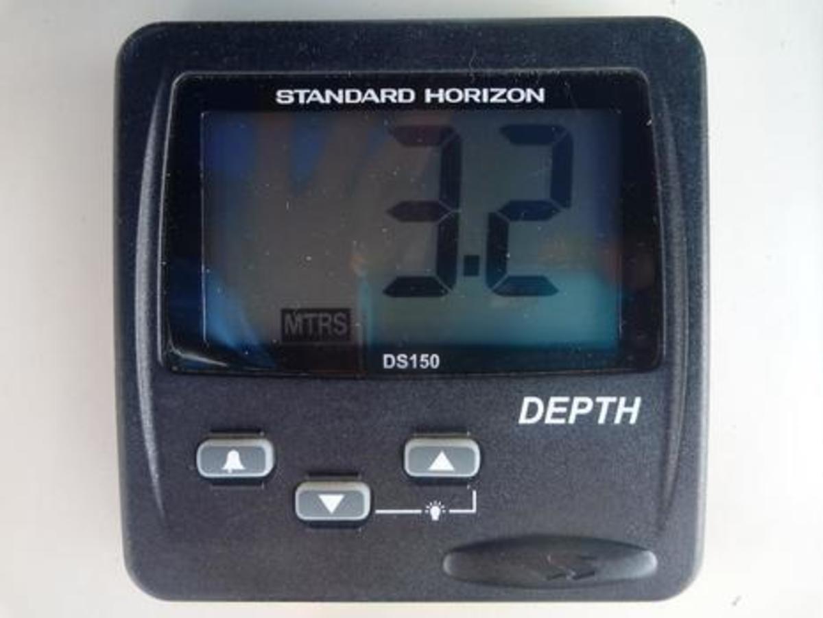Standard Horizon DS150 Digital Depth Sounder