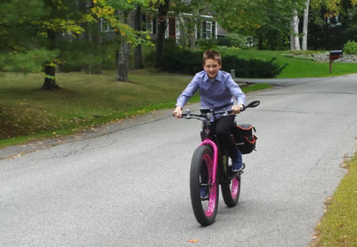 Jared_riding_Ben_Sondors_ebike.jpg