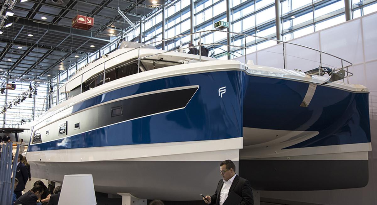 Multihull yacht