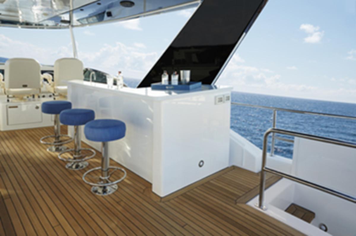 Hatteras 70 Motor Yacht atrium