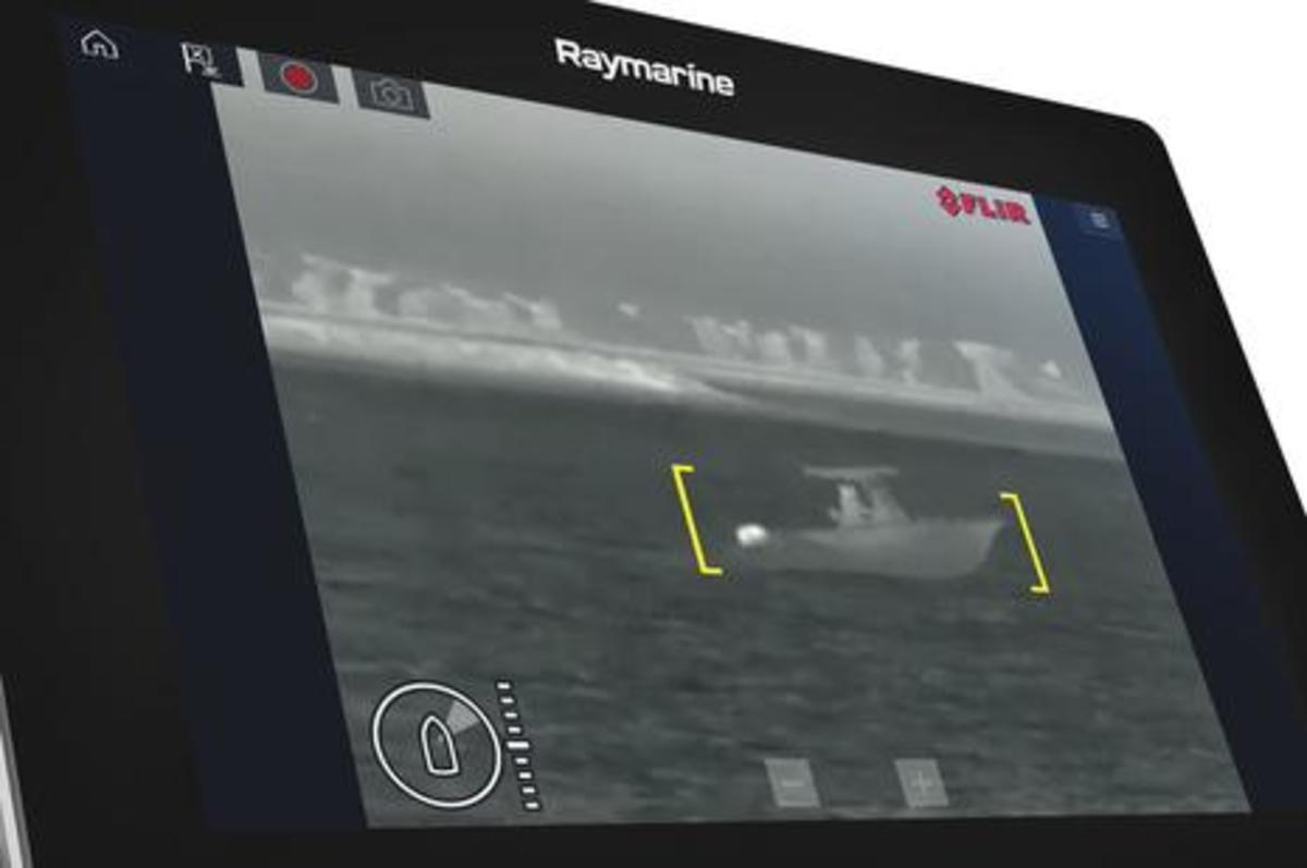 Raymarine_Axiom_showing_FLIR_ClearCruise_IR_Analytics__aPanbo.JPG
