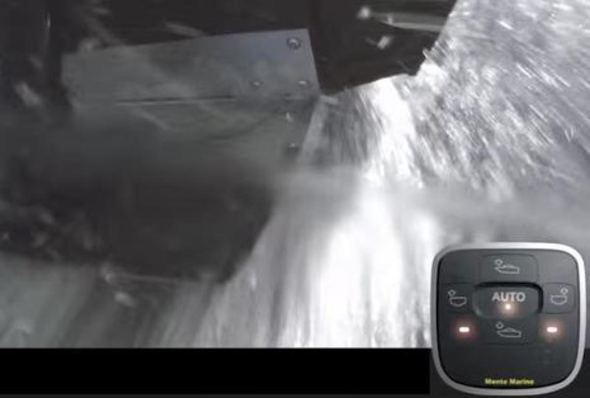 Mente trim tabs in water