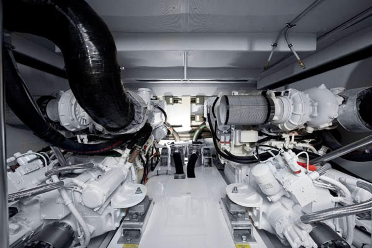 Azimut 60 engine room
