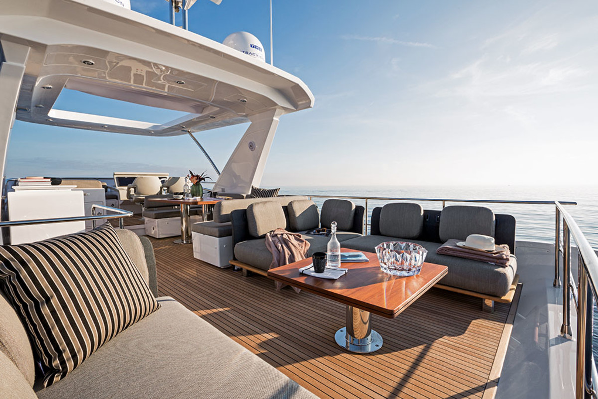 Azimut 66 Fly flybridge