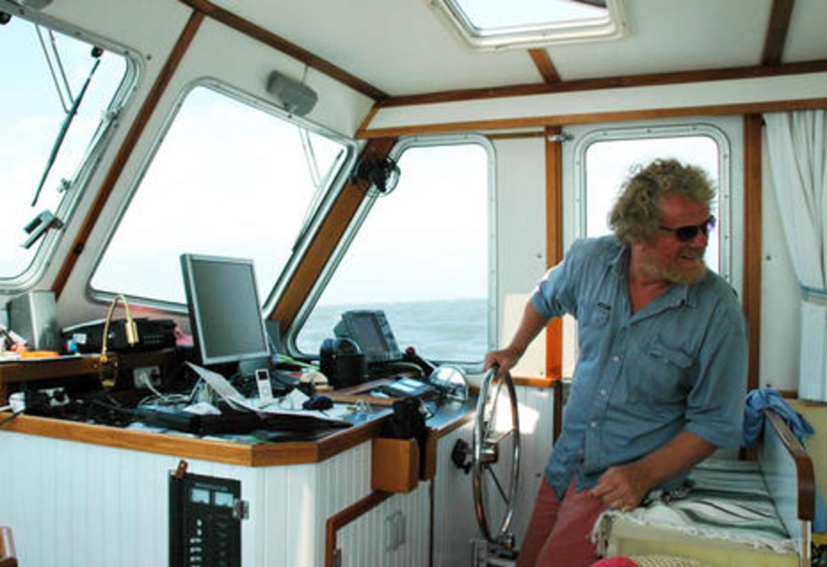 NV_Charts_survey_boat_in_Cuba_w_Hasko_Scheidt_aPanbo.jpg