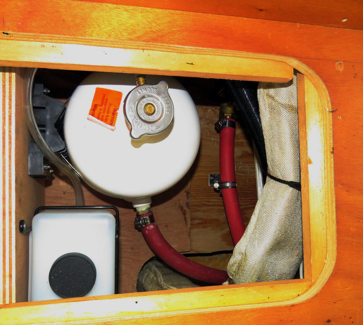 08-Gizmo_boiler_expansion_tank_area