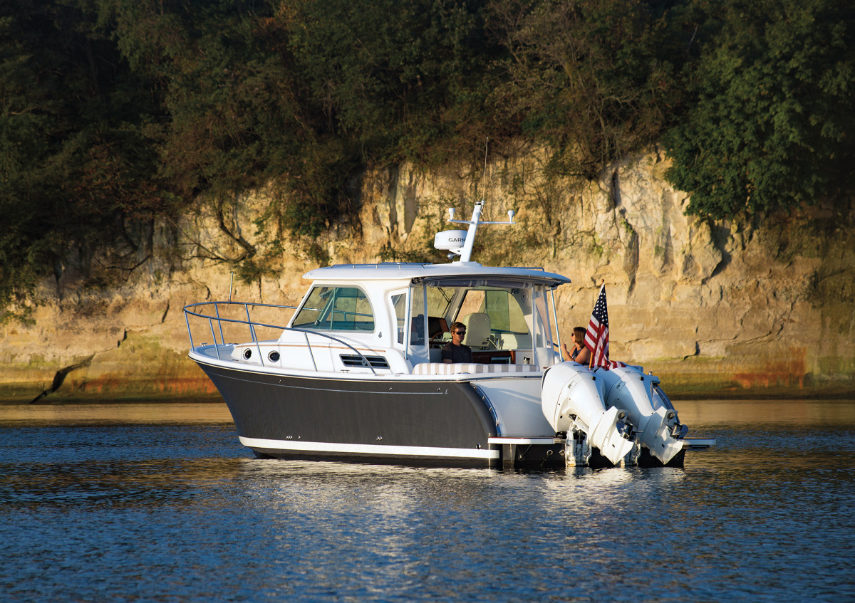 Thanks to a shallow, 24-inch draft, nosing the 34O up against the dramatic cliffs along the Chesapeake Bay is easy.