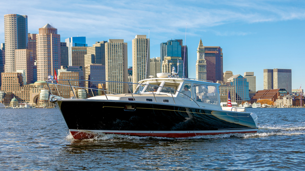 Triple 350-hp Verados lend the 43 a top end of 44.5 knots but when the Beantown skyline is your backdrop, why rush it?