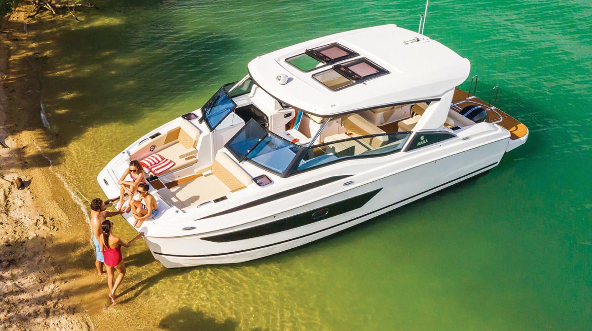 Aquila 32 Power Catamaran