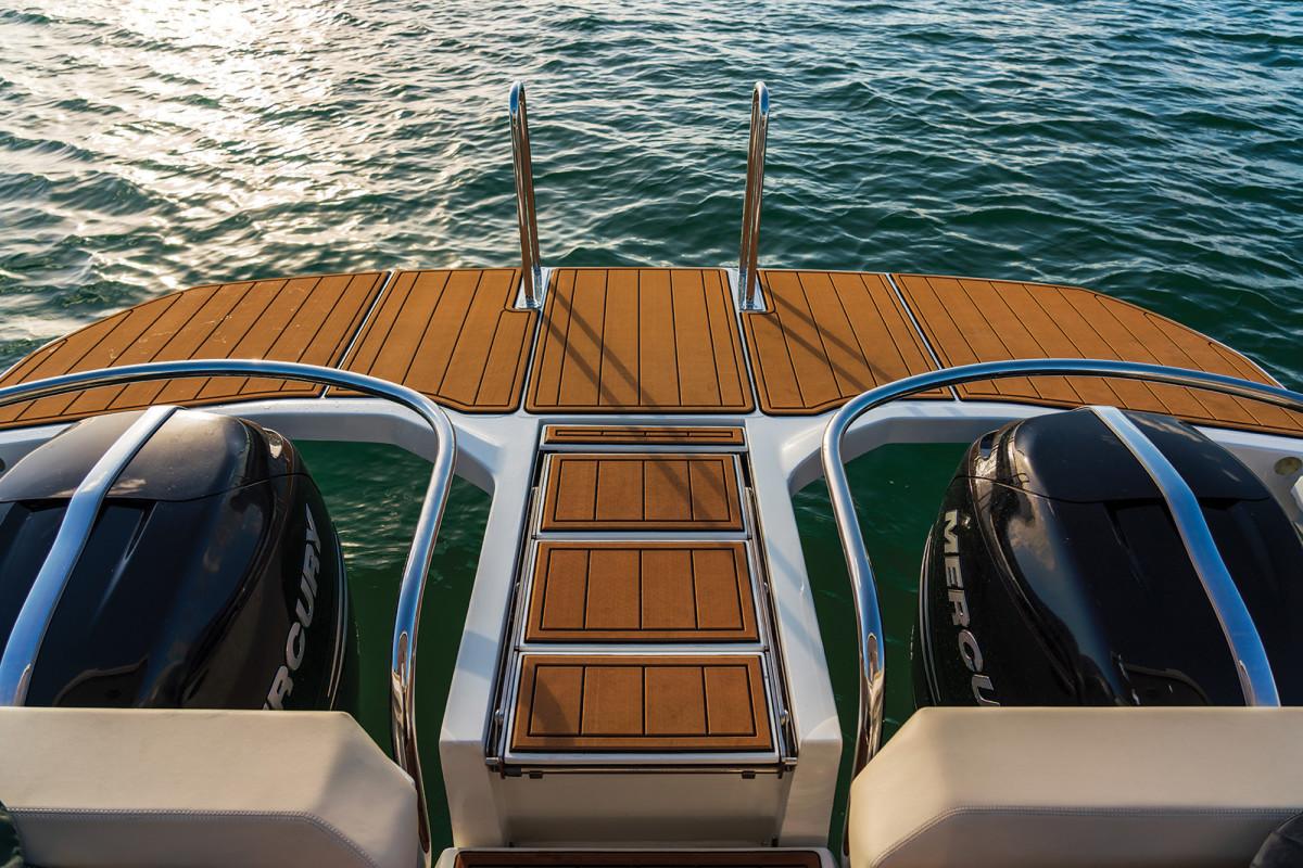 02-Aquila 32 Power Catamaran