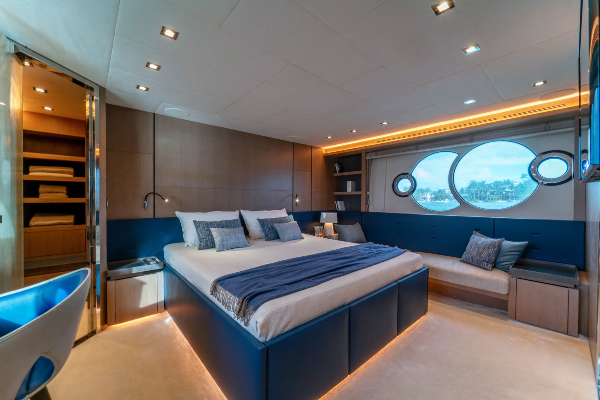 07_MCY-70-Owner-cabinx1800