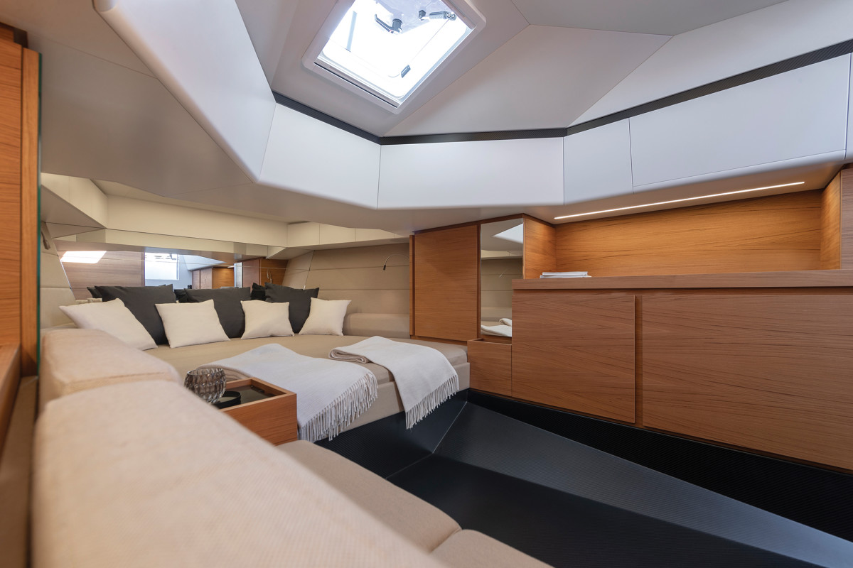 03b-wallytender-48-cabin