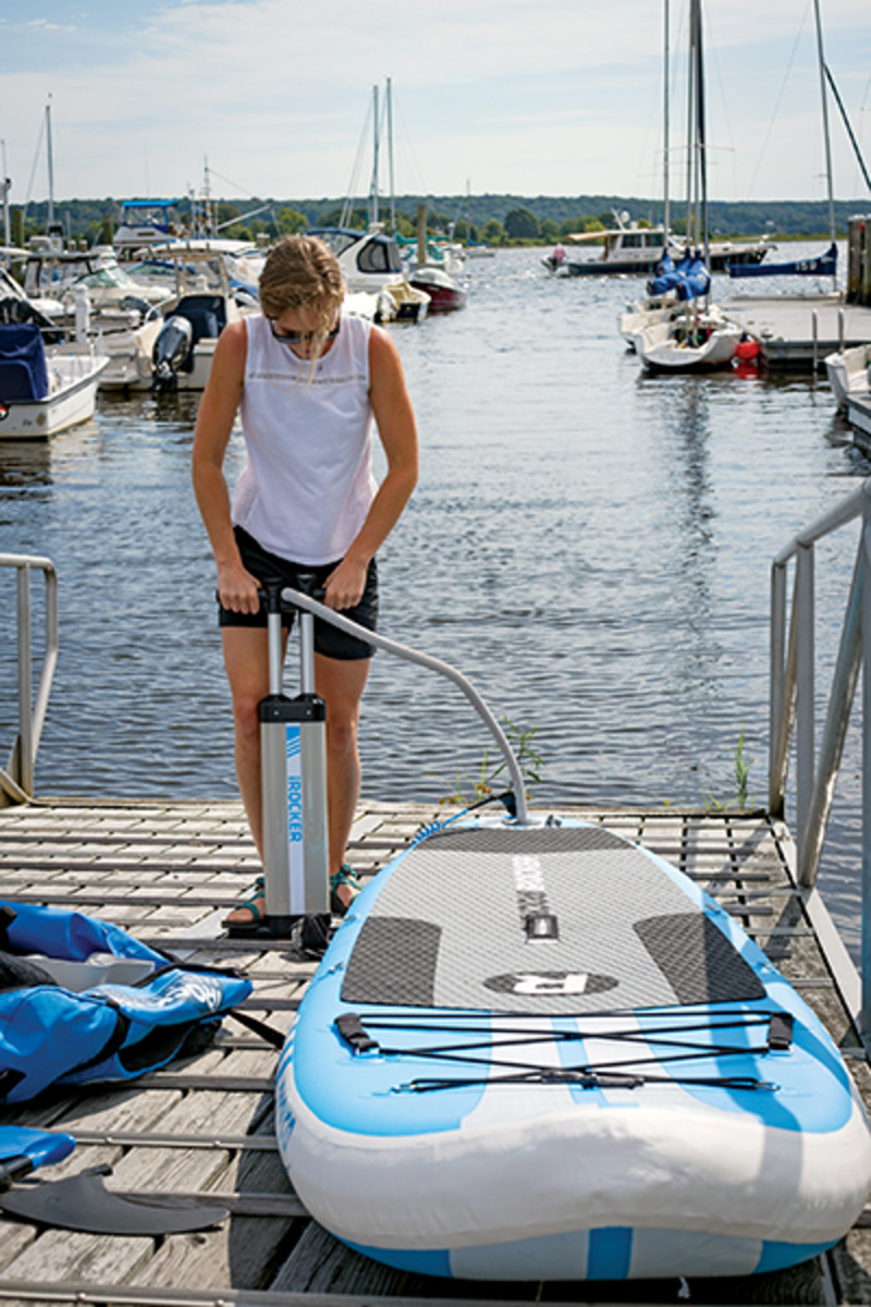 02-inflate-paddle-board
