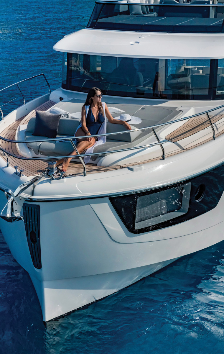 01-Absolute-Navetta48-Bow-SunbathingAreas