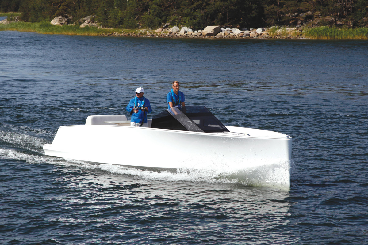 Powered by zero-emission Oceanvolt drives and batteries, Q Yachts' Q30 launch cruised quietly at 9 knots.