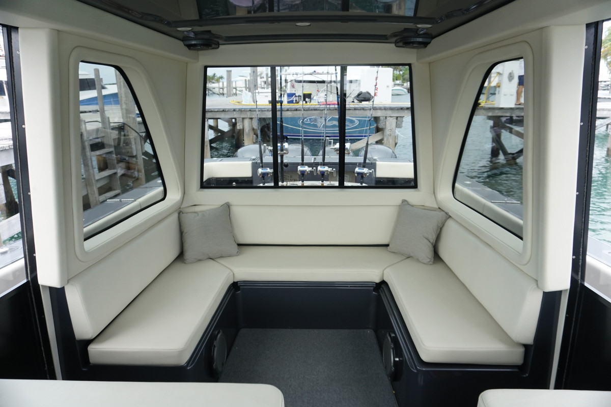 Gulfstream Yachts 52 Upper Salon Seating