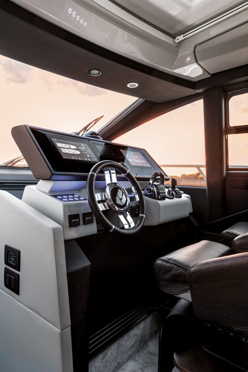 Helm Station on the Azimut S6