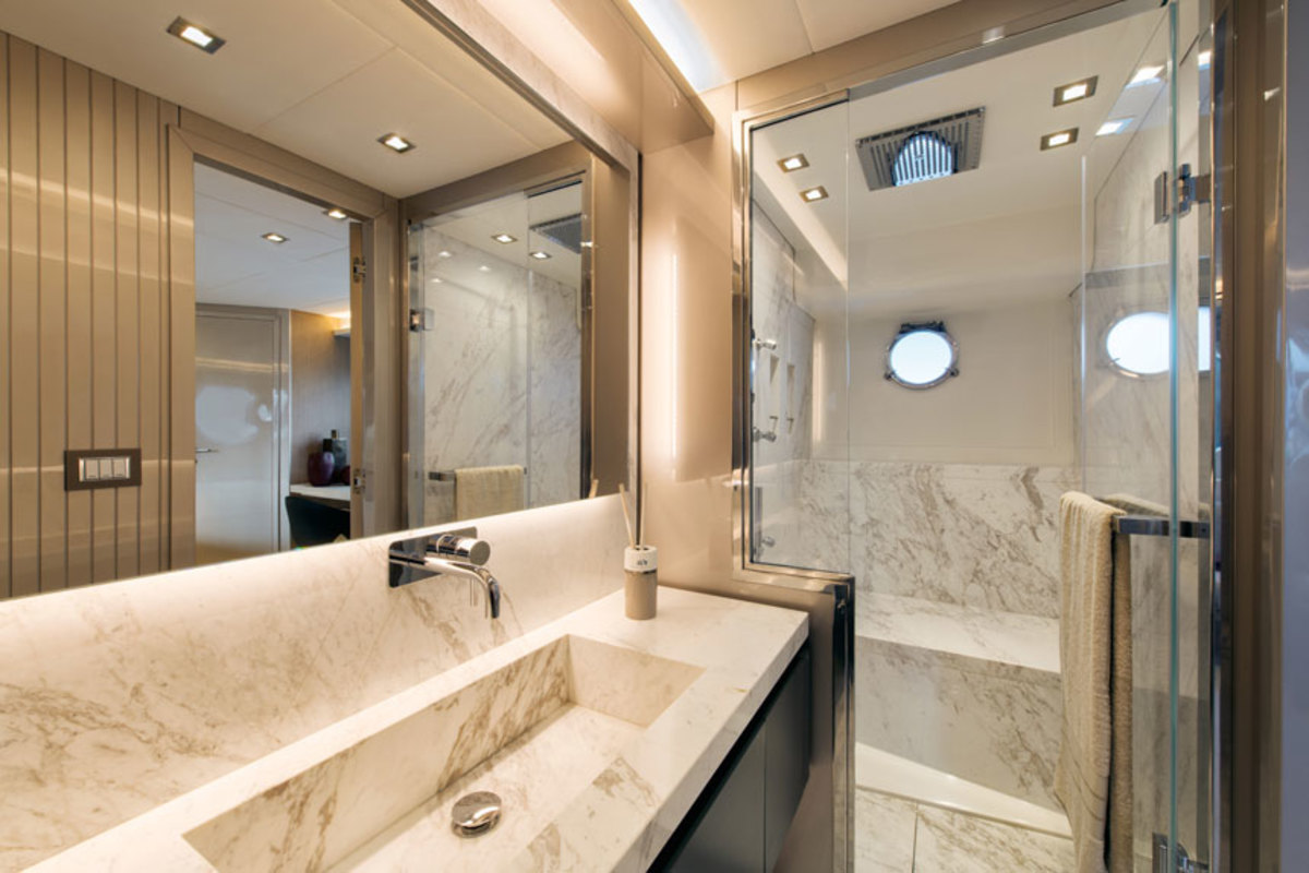 MCY70_Owner_cabin_ensuite