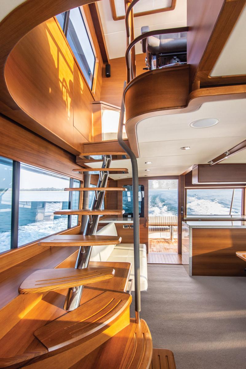 v-Grand Banks 60 Skylounge-stairs