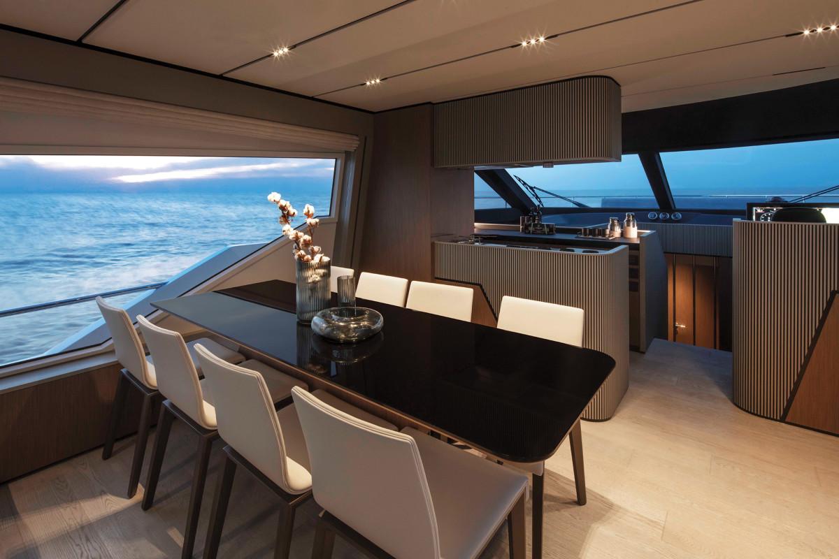03b_Ferretti-720-interior