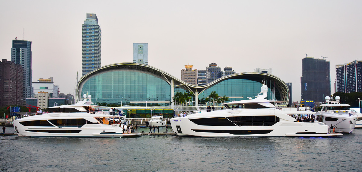 An FD87 and FD102 at the Horizon City Marina with the Kaohsiung Exhibition Center in the background.