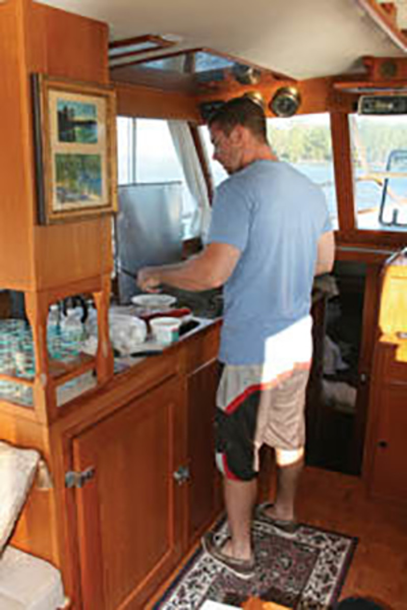 I cooked up a breakfast of eggs fried in bacon grease on our last morning aboard.