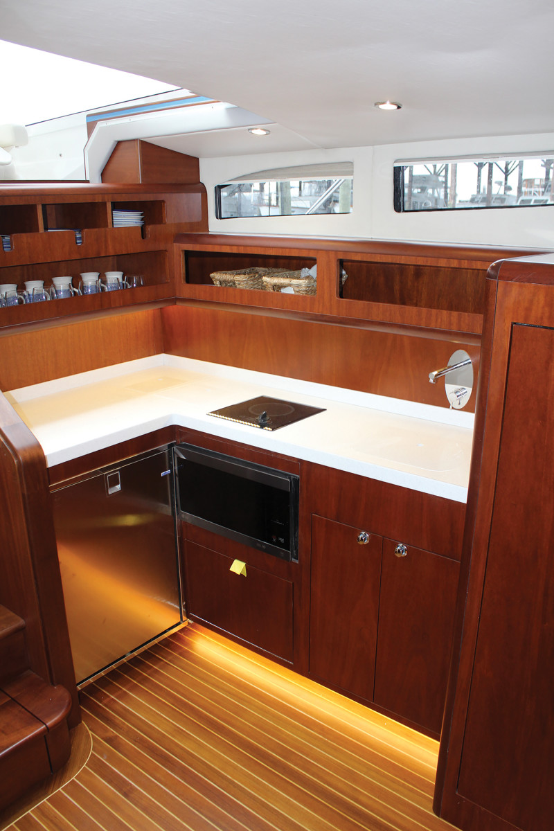 02a-Huckins 38 Sportsman-galley