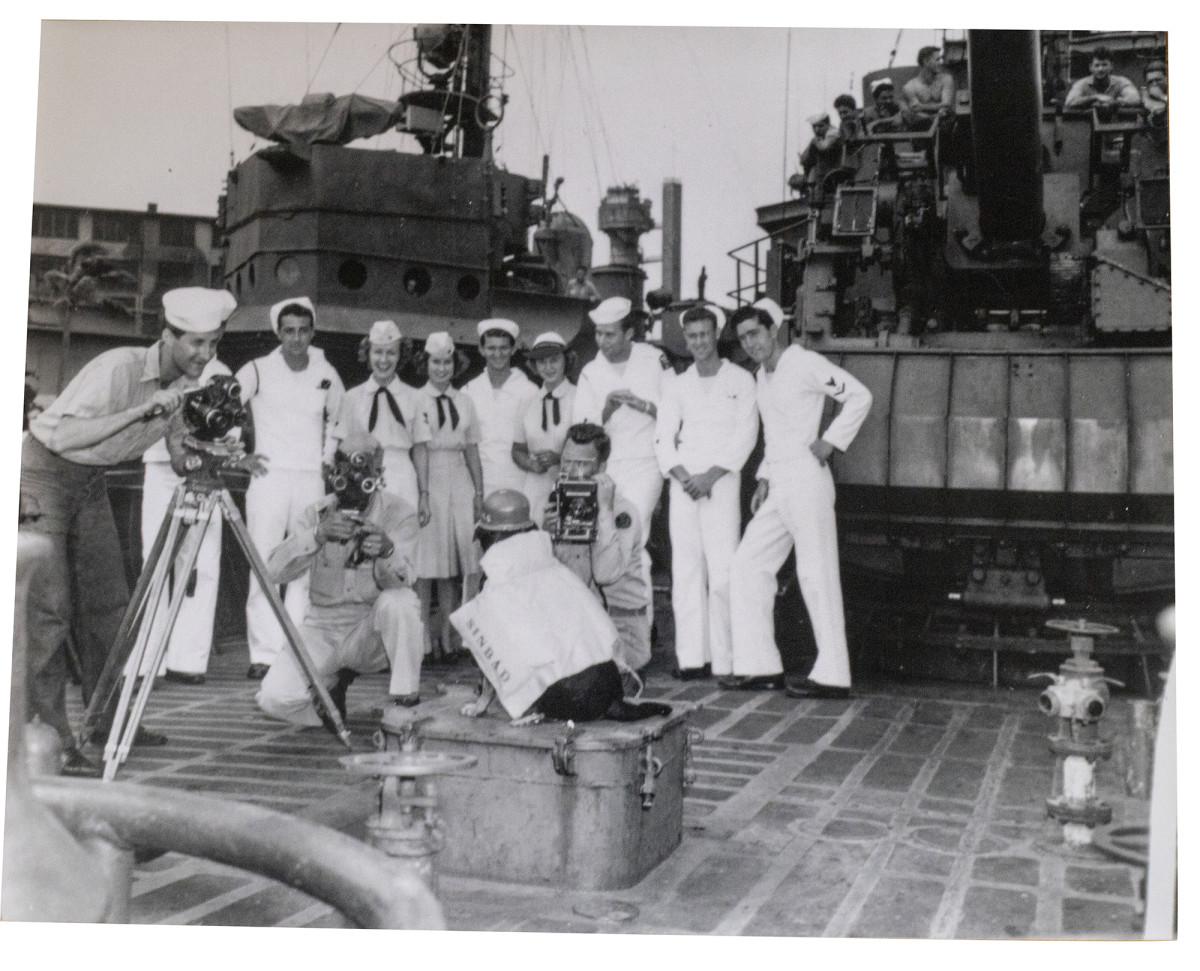 Sinbad-with-sailors