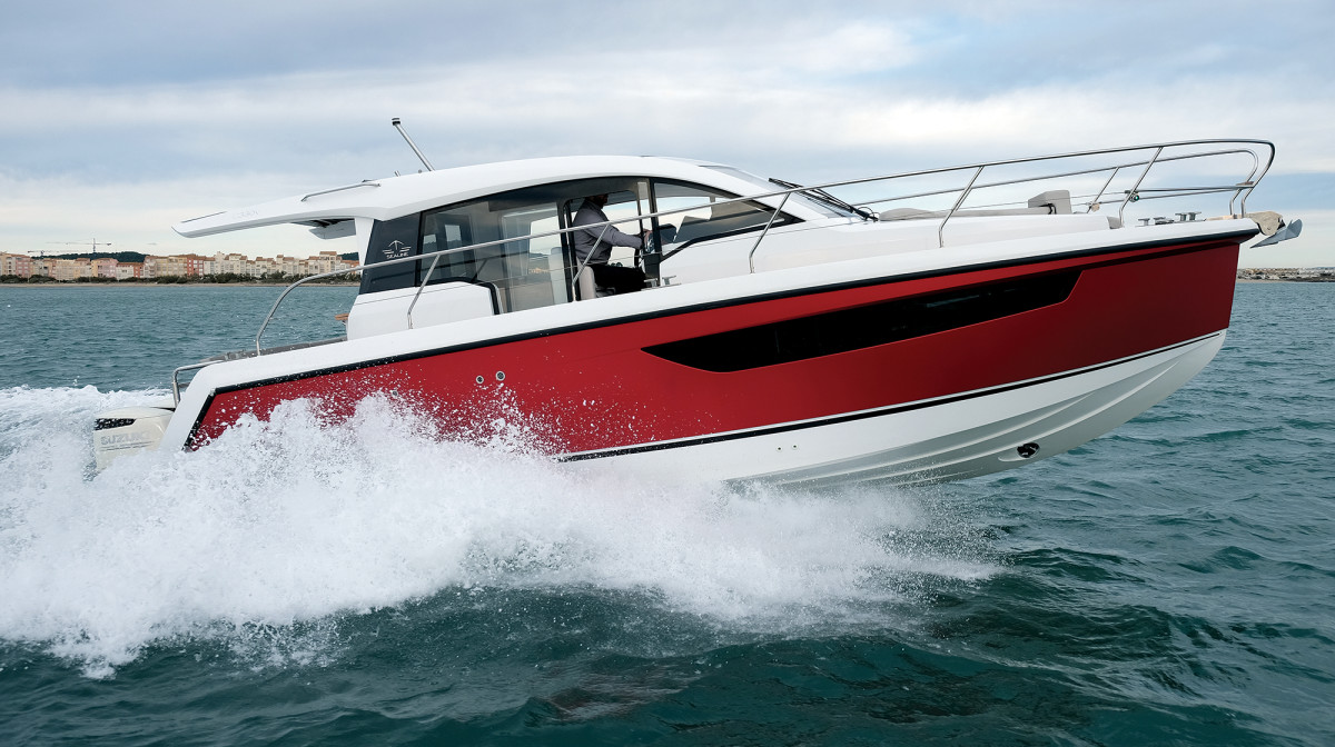 Sealine's C330—always a capable little cruising boat, and now available with outboard power.