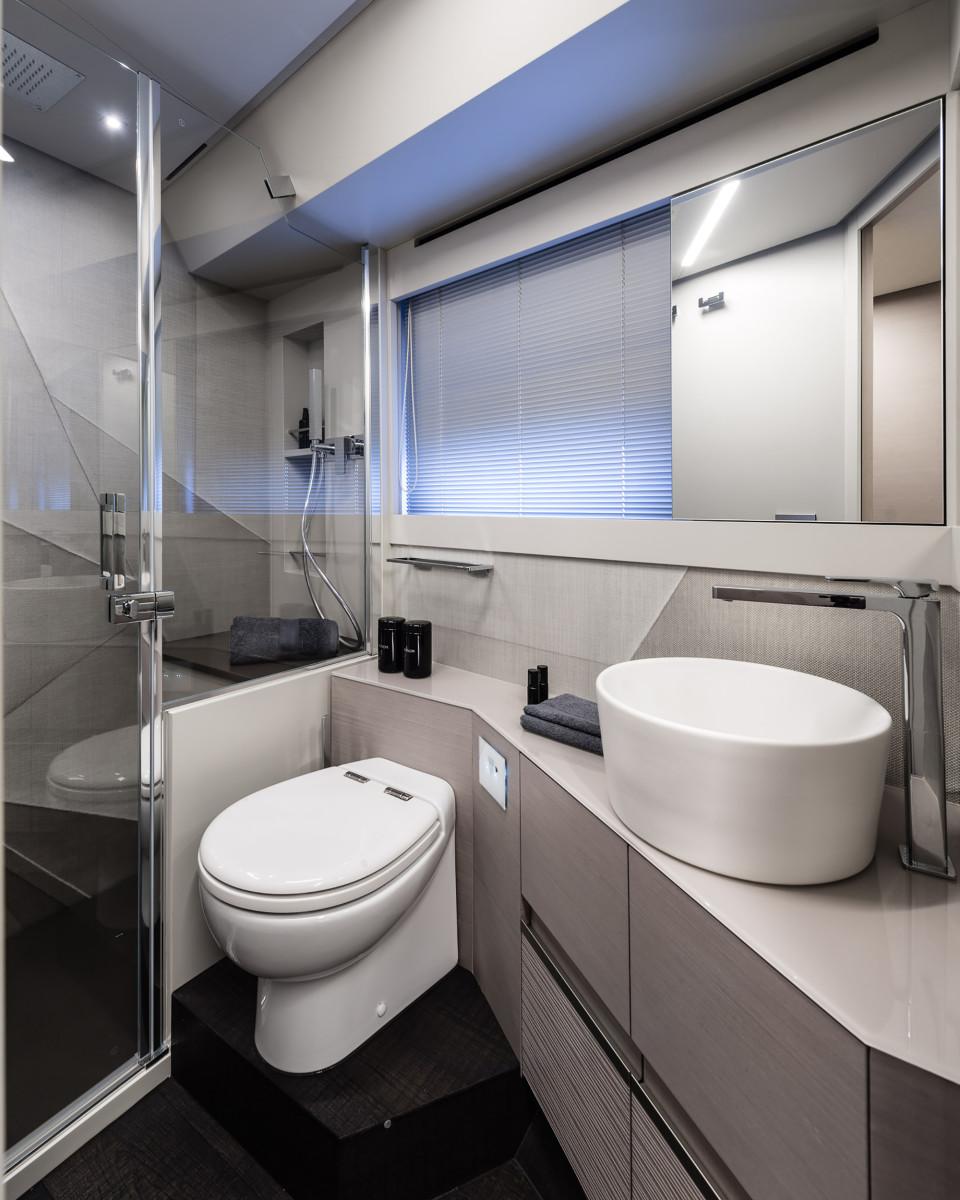 pershing_7x_vip_bathroom
