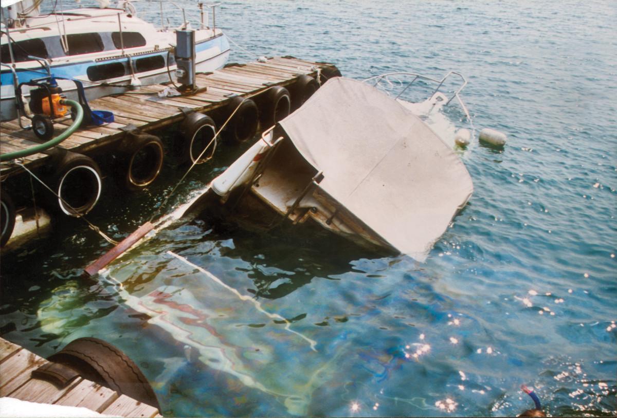 sunk_boat