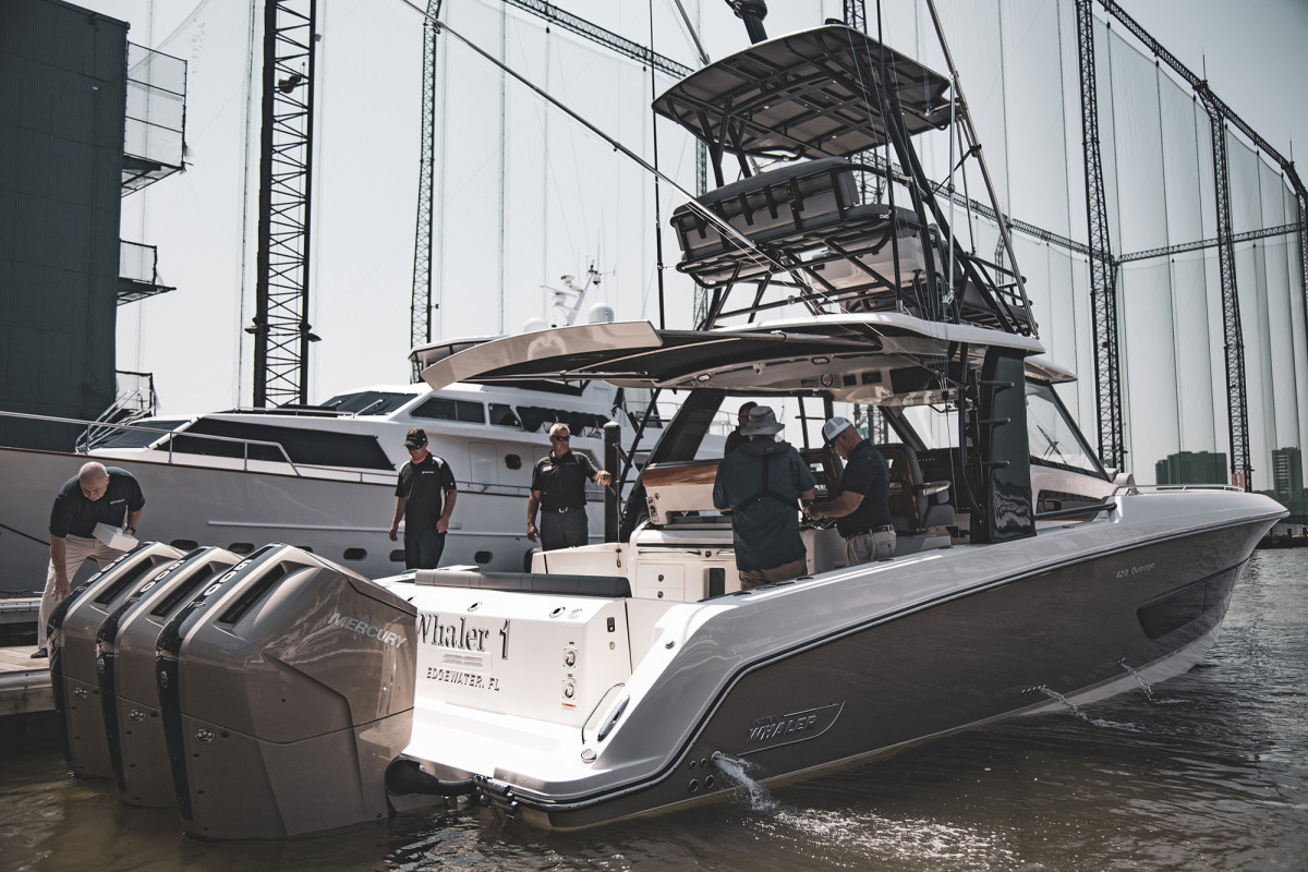 Boston_Whaler_at_Chelsea_Piers