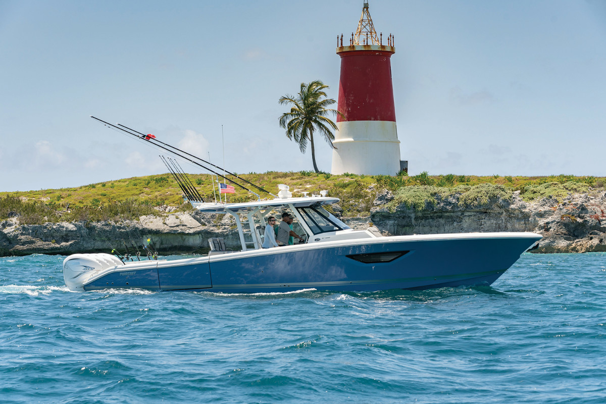 Fishing, diving, cruising, relaxing—the Pursuit S 428 is perfect for whatever you like to do on the water.