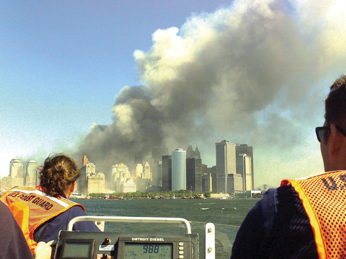 01_Priority 1 United States Coast Guard boat en route to Lower Manhattan on September 11 2001 (1)